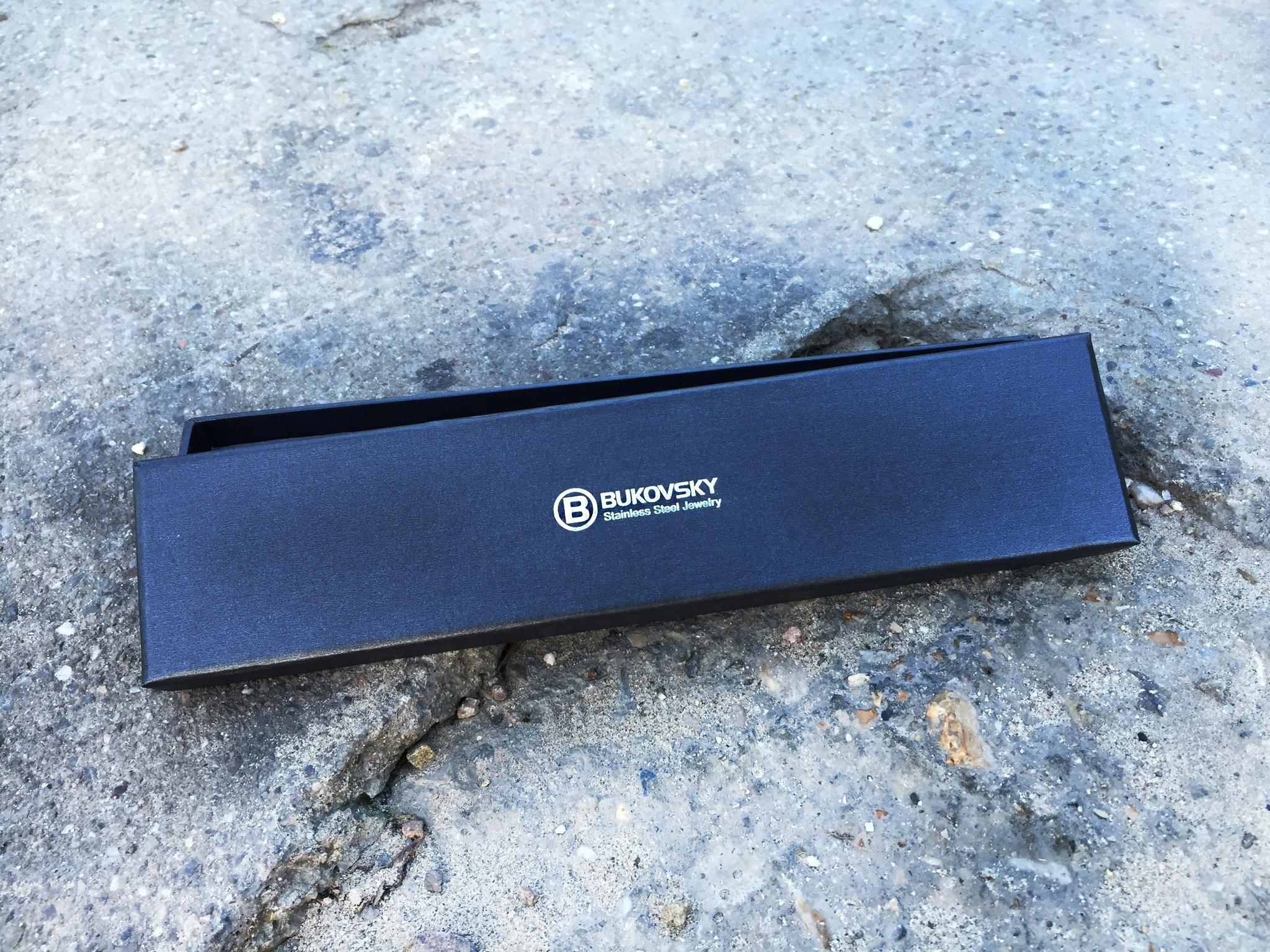 De armband wordt geleverd met een bewaar/geschenkdoosje.