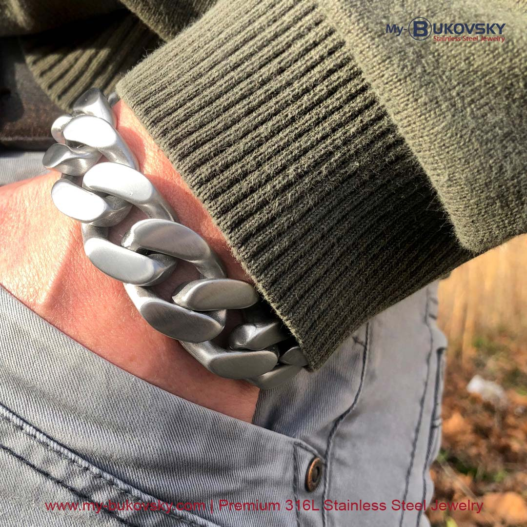 Maandaanbieding oktober 2021 - 40% korting op de stalen armband