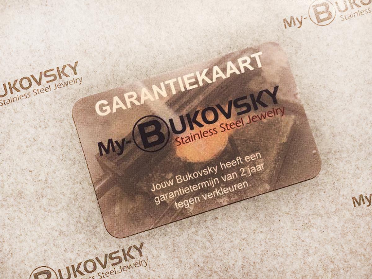 Je ontvangt bij de halsketting een garantiekaart tegen verkleuren. De garantietermijn hiervoor is 2 jaar.