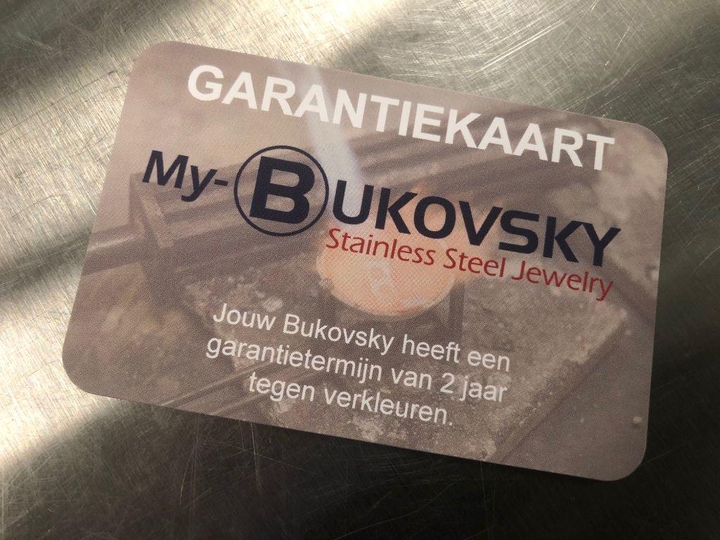Je ontvangt bij de armband een garantiekaart tegen verkleuren. De garantietermijn hiervoor is 2 jaar.