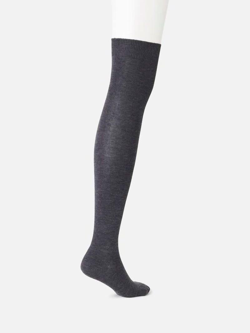 Schlichte, lässige Overknee-Socken