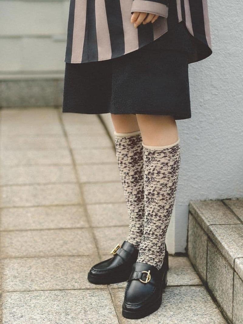 Matiz floral de calcetín alto