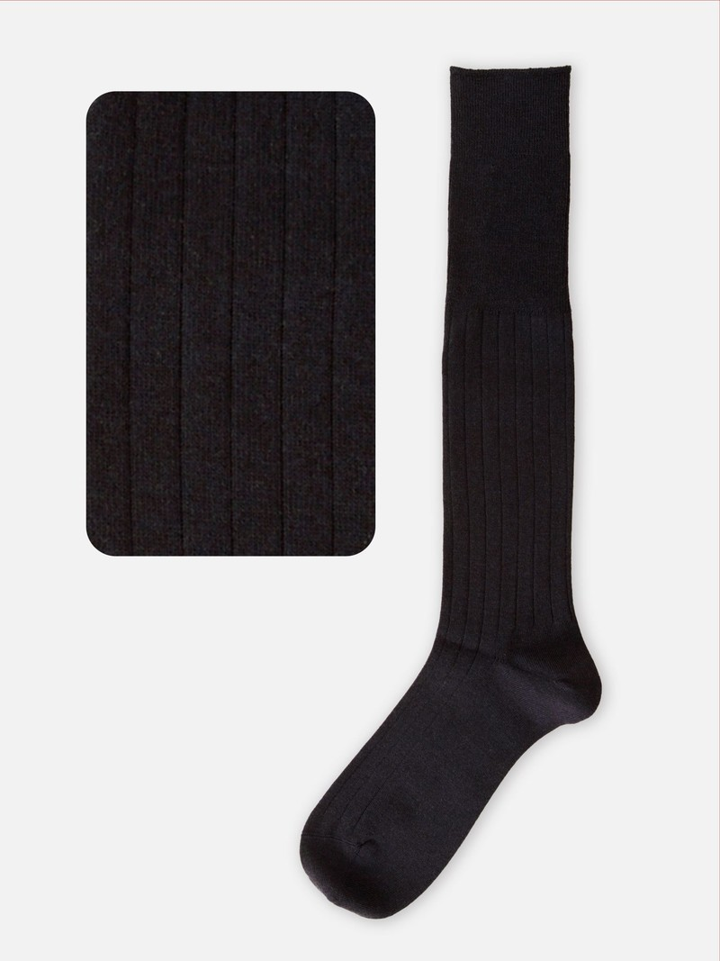 Hohe Sockenwolle Rippen 9x2 M