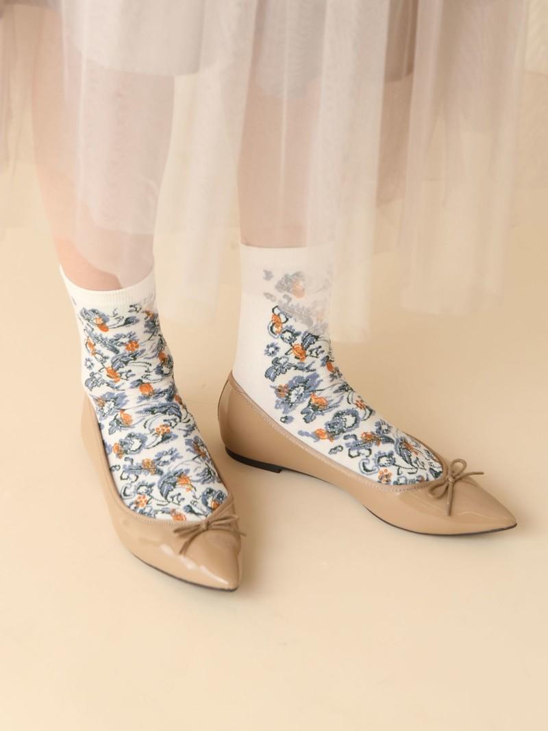 Lage ronde sokken met bloemenprint aan de voorkant