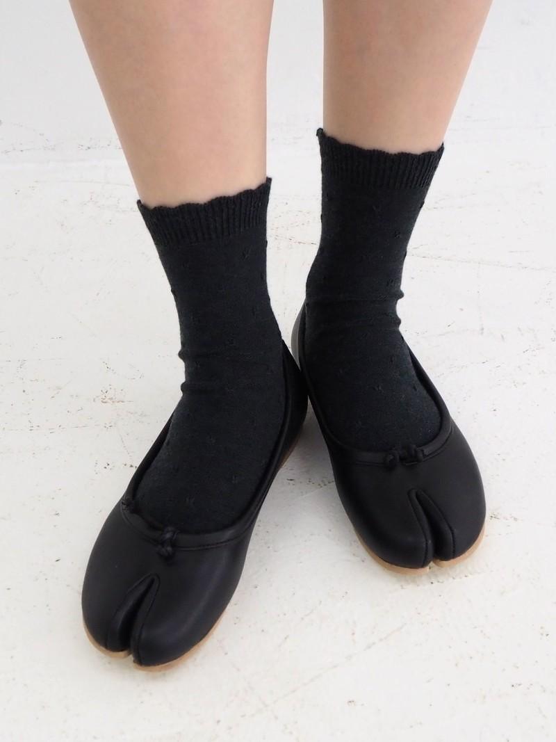Top Frill Tuck Stitch Ankle Tabi Socks