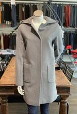 Chiarulli Damenmantel mit Kapuze <br /> in gekämter Wolle