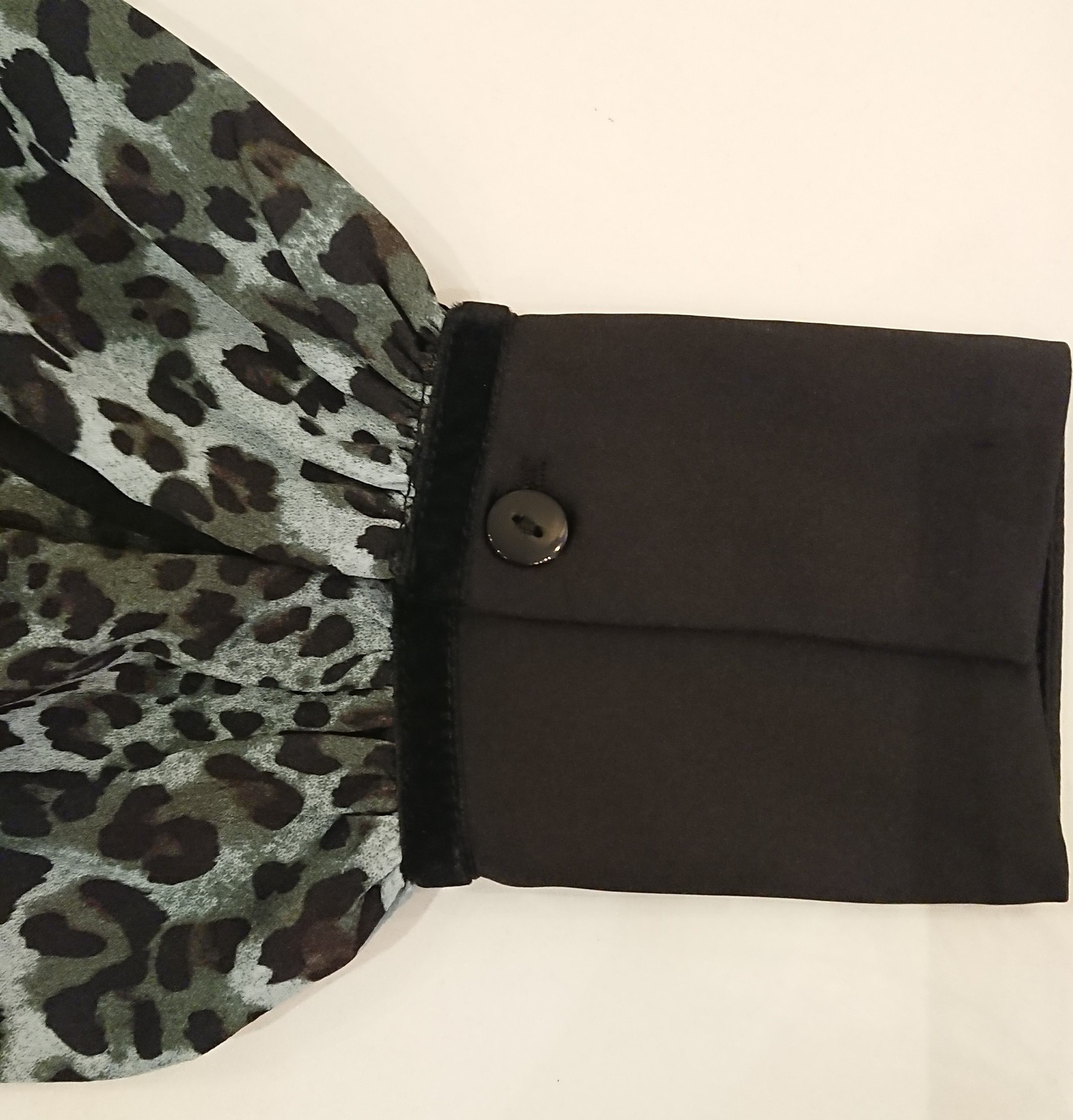 Lesly blouse glamorous green leopard