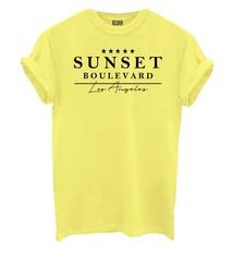 Geel t-shirt Azuka afgeprijsd met leuke opdruk