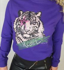 Pinned by K Paarse sweater met tijger print