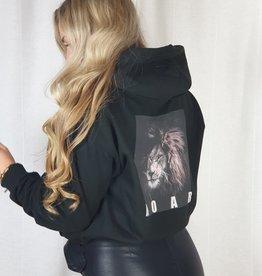 Pinned by K Zwarte hoodie roar print
