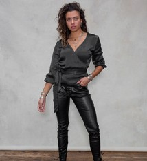 Moost Wanted Wikkeltop van satijn look van MOOST Wanted Juul wrap top SATIN BLACK