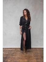 Moost Wanted Zwarte lange jurk met knopen en splitjes van MOOST Wanted Evita dress / cardigan BLACK