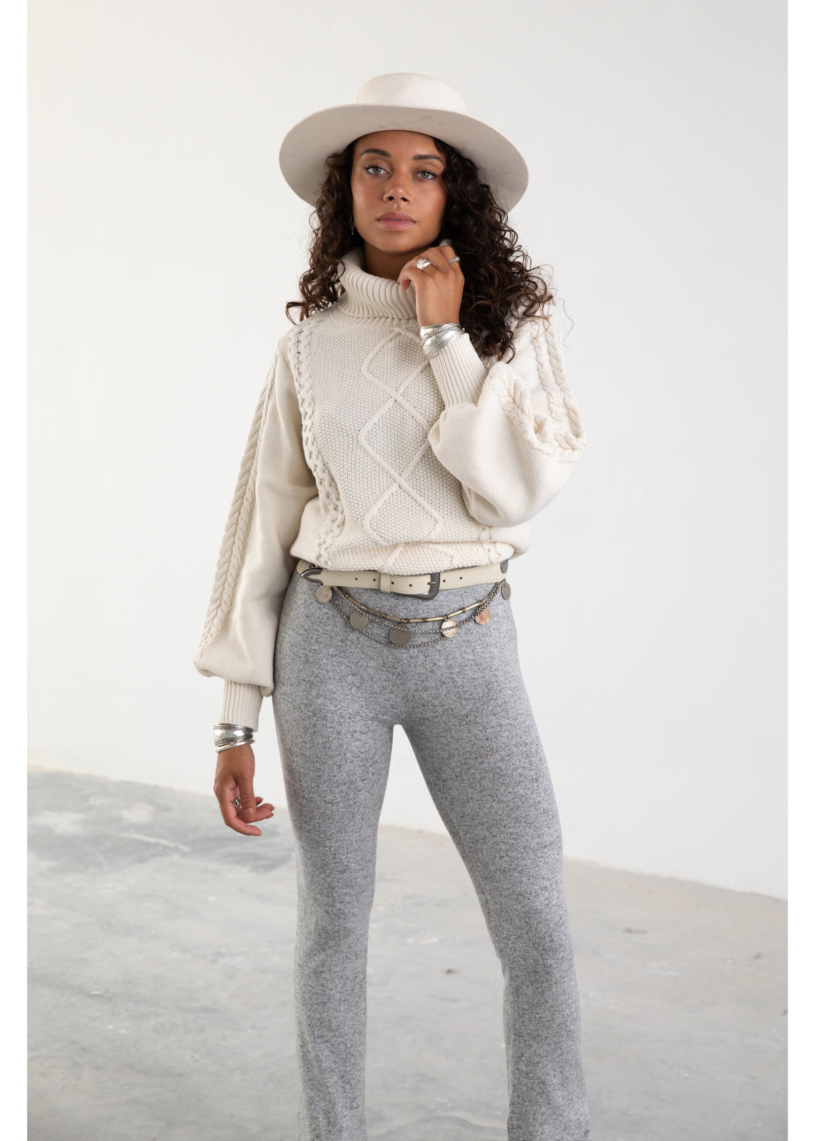 Moost Wanted Ziva Knitted Sweater OFF WHITE