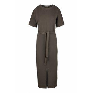 Zusss Zusss hippe lange jurk met ceintuur grijs-groen