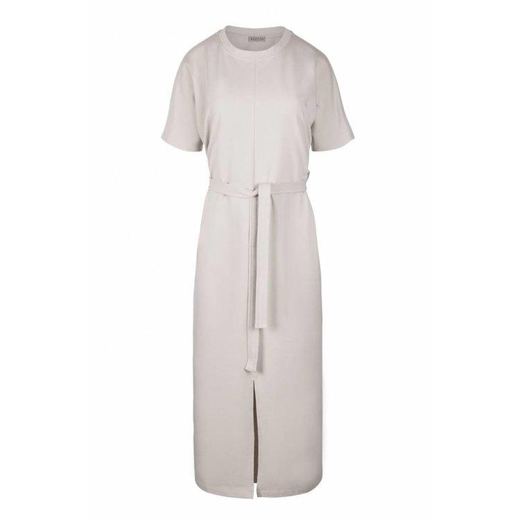 6bdc93befd7891 Zusss hippe lange jurk met ceintuur krijt - Keygaaf-geWoonbasic