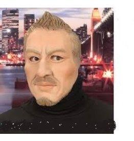 Man half face mask korte baard