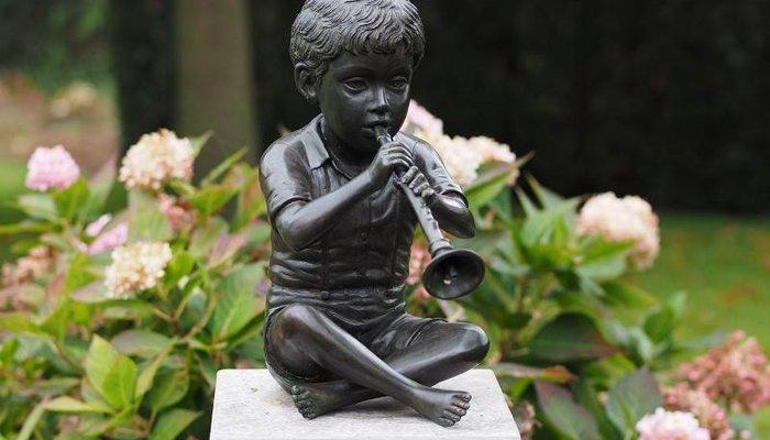 Bronzestatuen: Kinder