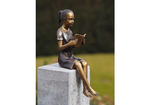 BronzArtes Bronzen Beeld: Klein denkend meisje