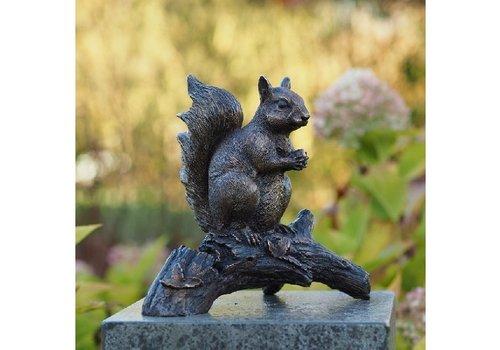 BronzArtes Eichhörnchen auf dem Zweig