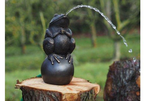 BronzArtes Bronzen Beeld: Kikker op bal