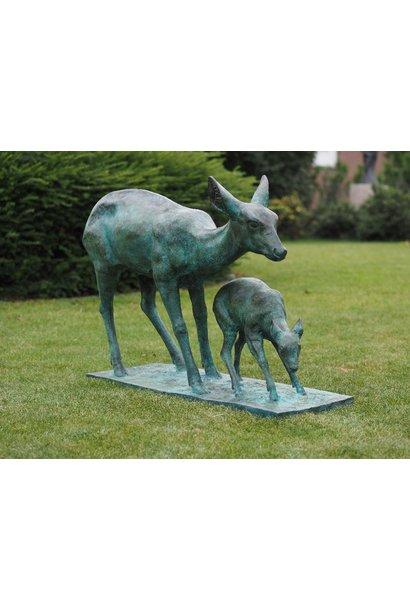 Bronzen ree met kalf