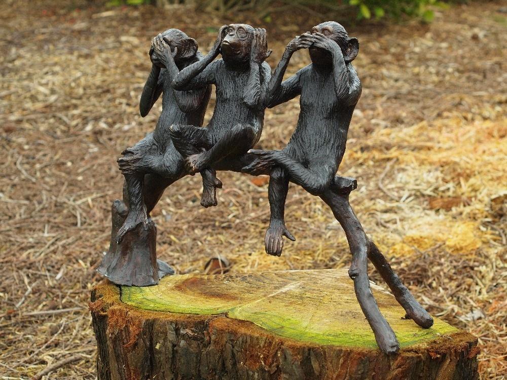 Bronzen Beelden:  3 Aapjes op boomstam-1