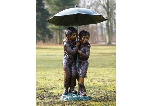 BronzArtes 2 Kinder unter dem Schirm