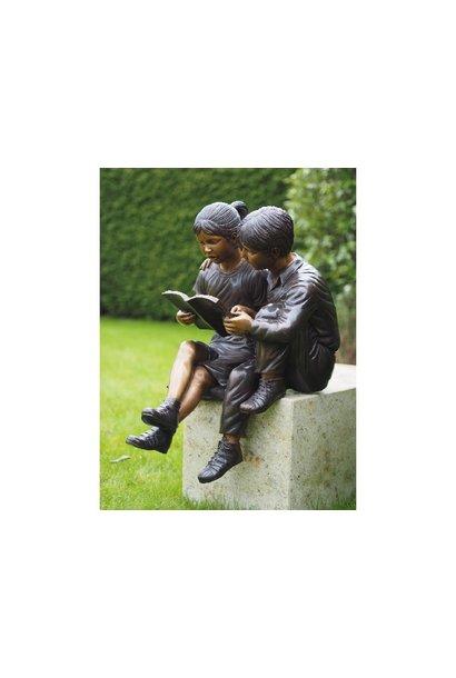 2 reading children