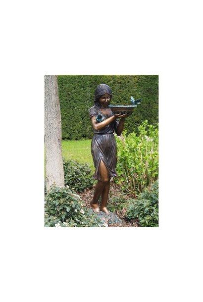 Vrouw met schaal fontein