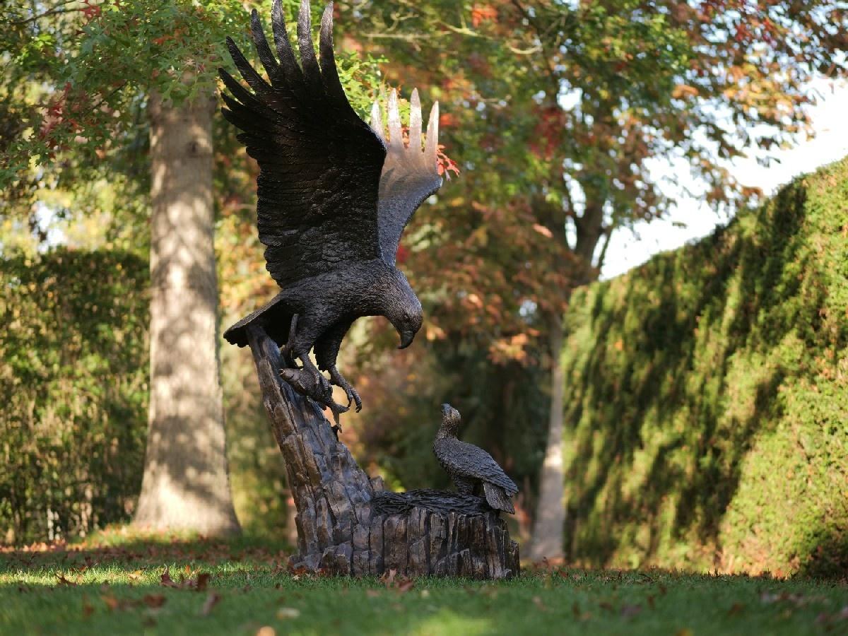 Bronzen Beelden:  Arend met nest-1