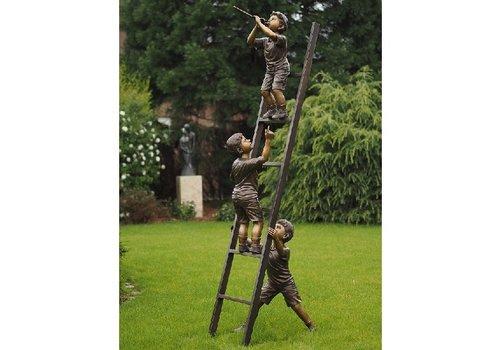 BronzArtes 3 Kinder auf der Leiter