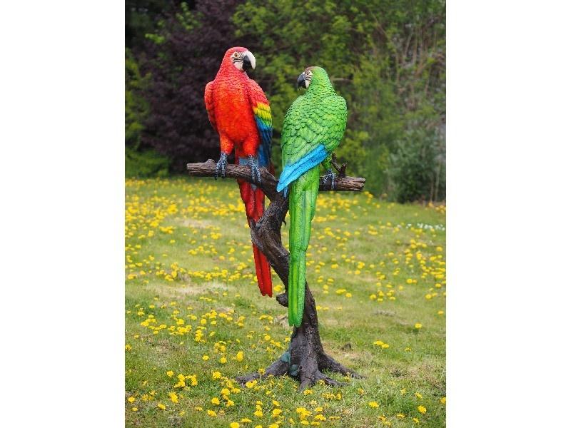 Bronzen Beelden:  2 Gekleurde papegaaien op boomstam-1