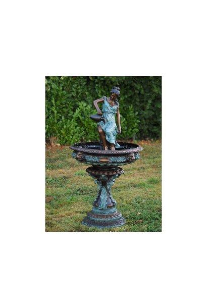 Vrouw met kruik fontein