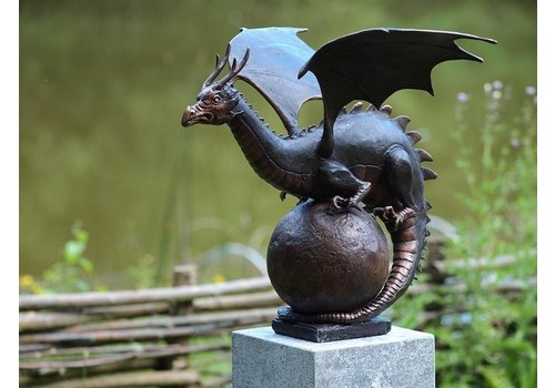 BronzArtes Draak op bol
