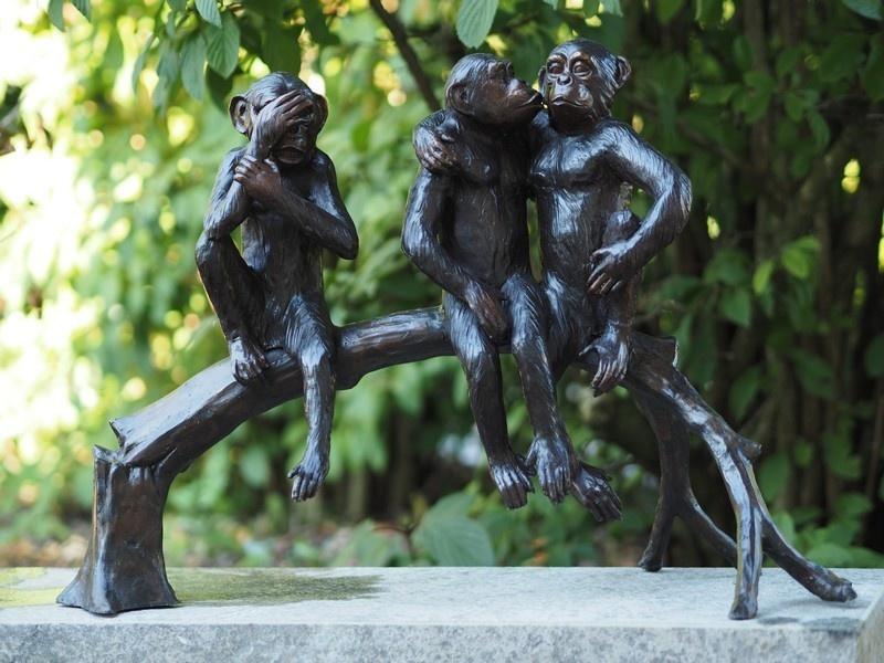 Bronze Statue: 3 Monkeyon tree trunk-1