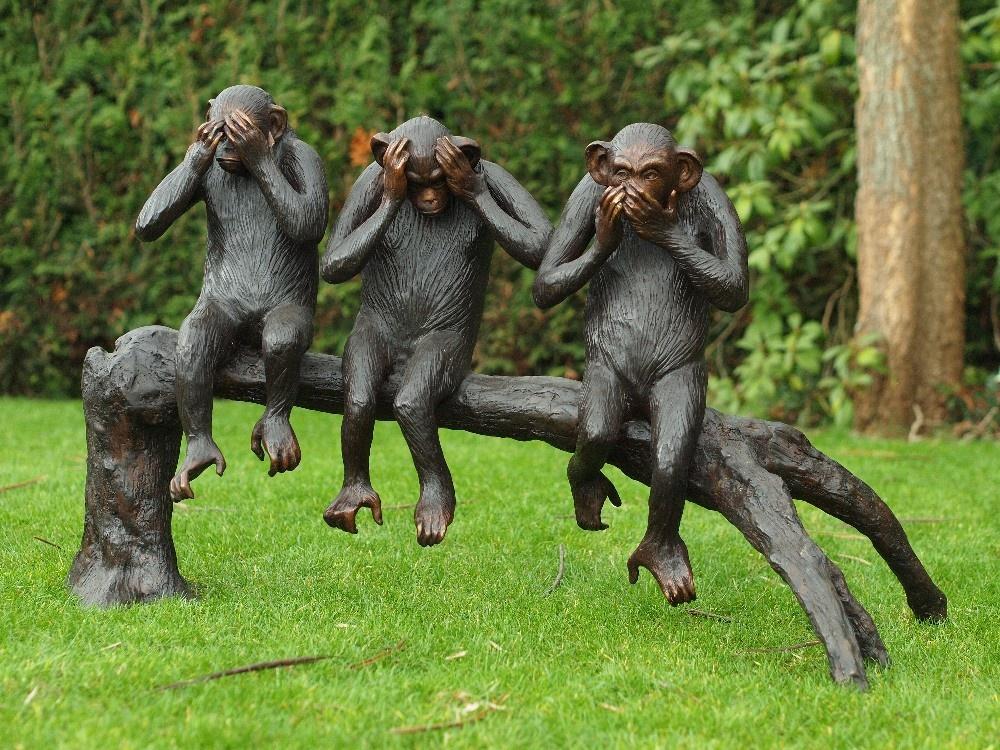 Bronzen Beelden:  3 Apen op boomstronk, Horen - Zien - Zwijgen-1