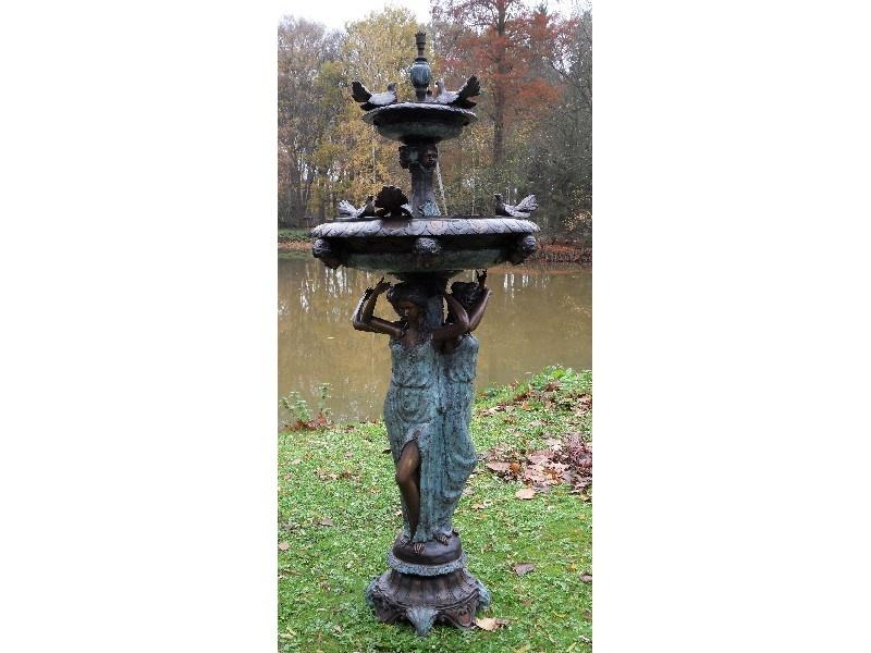 Bronzen Beelden:  3 Vrouwen met vogel fontein-1