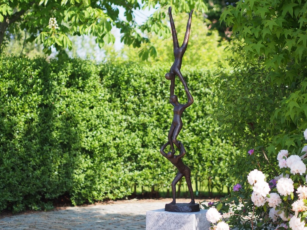 Bronzen Beelden:  3 acrobaten-1