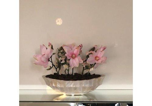 Schelpenvaas kleine boot met magnolia's en bloesems - wit 46 cm