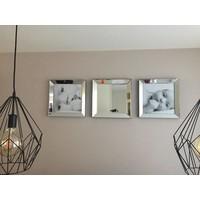 Set 2 fotolijsten 50x50 cm en spiegel
