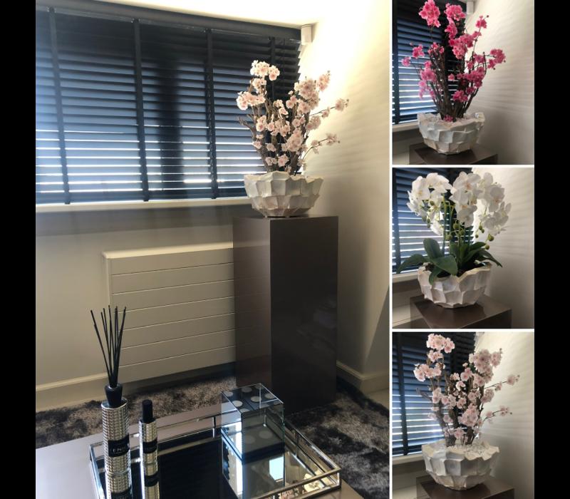 Schelpenvaas bowl - wit 40x24 cm met orchideeën