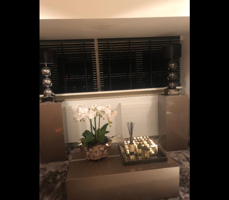 Schelpenvaas bowl - bruin 40x24 cm met orchideeën