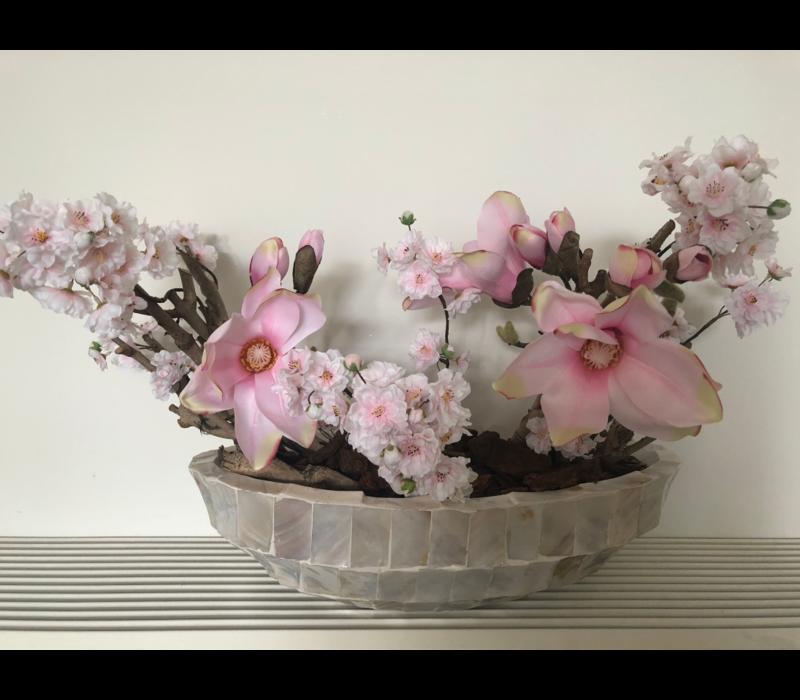 Schelpenvaas bowl met magnolia's en bloesems - wit 46 cm