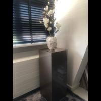 Schelpenvaas wit klein met witte magnolia's - wit 17x24 cm