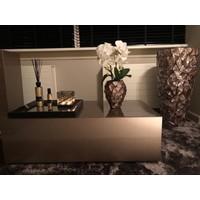 Schelpenvaas klein met orchideeën - bruin 17x24 cm