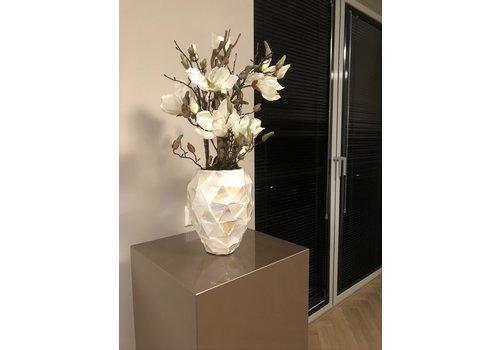 Schelpenvaas klein met witte magnolia's - wit 17x24 cm