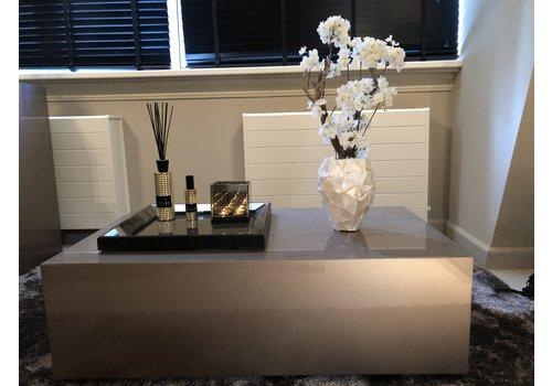 Schelpenvaas klein met witte bloesem  - wit 17x24 cm