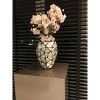Schelpenvaas met roze bloesem  - zilver