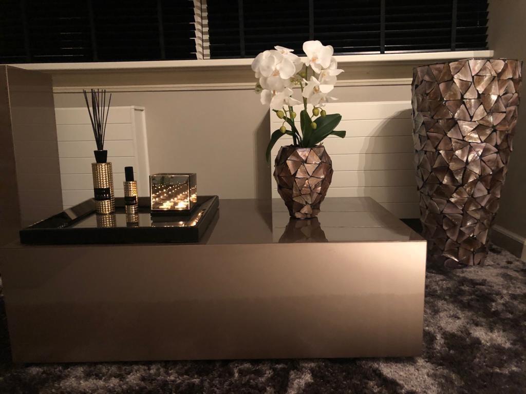 Schelpenvaas bruin met orchidee