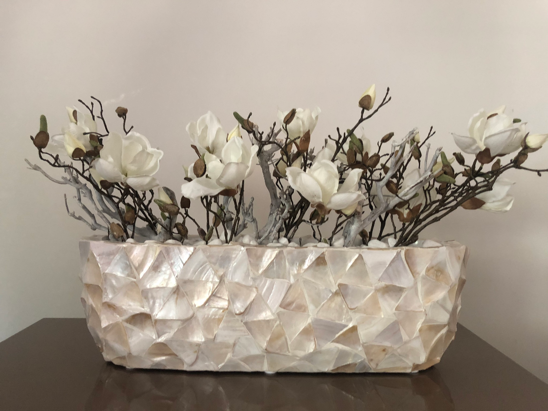 Schelpenvaas breed wit met magnolia